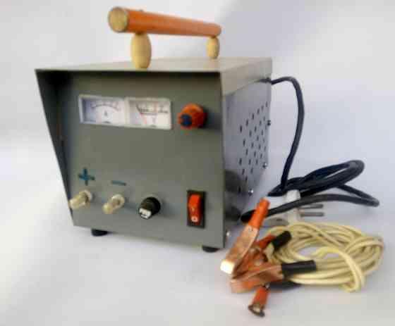 Зарядное устройство трансформаторное стрелочная индикация 10 А 6/12 В Буча