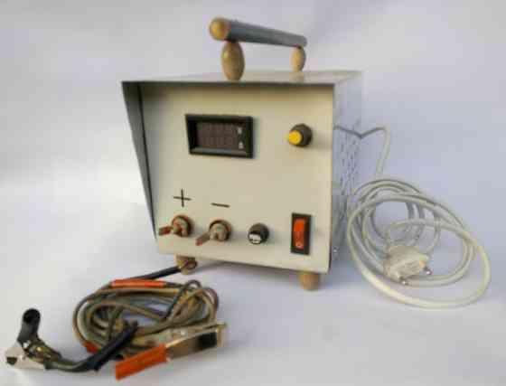 Зарядное устройство трансформаторное цифровая индикация 10 А 6/12 В Буча